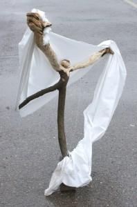 Segler2; Skulptur Thomas Putze, Holz, Stoff