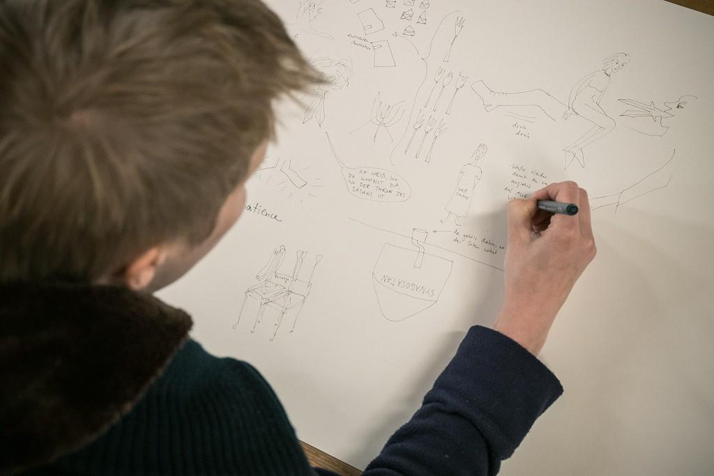 Studierende der Kunstakademie bei der Arbeit. Foto: Josh v. Staudach.